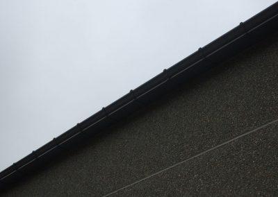 Aluminium dakgoten met zichtbare ophangbeugels