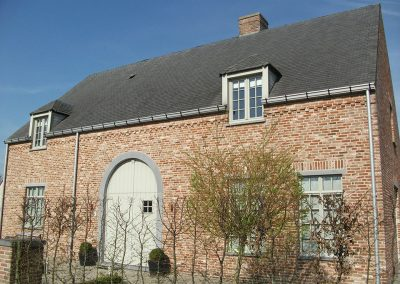 Licht grijze dakgoot - woning pastorijstijl - West-Vlaanderen - Alustar
