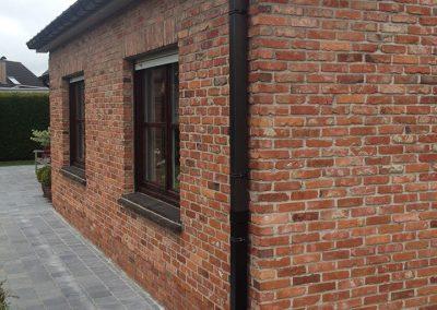 Zwarte aluminium dakgoot en afvoerbuis met stootbuis grijs - Alustar - Oost-Vlaanderen