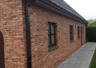 Zwarte aluminium afvoer klassieke stijl met stootbuis grijs - Alustar - Oost-Vlaanderen