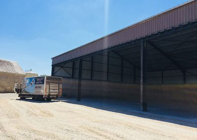 Alustar - aluminium dakgoot bevestigd met buitenbeugel