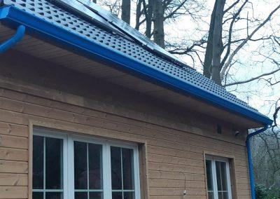 Hemelsblauwe dakgoot in aluminium